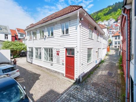 Hølleland Holding AS Øvre Korskirkesmug 2